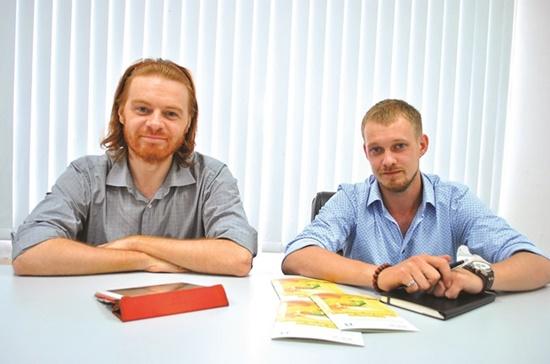 Hai nhà thiết kế Pavel Simonov (trái) và Alex Matsko.